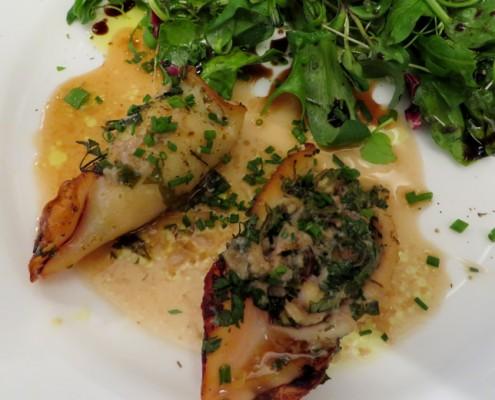 Gefüllte Calamarettis an Kräutersalat